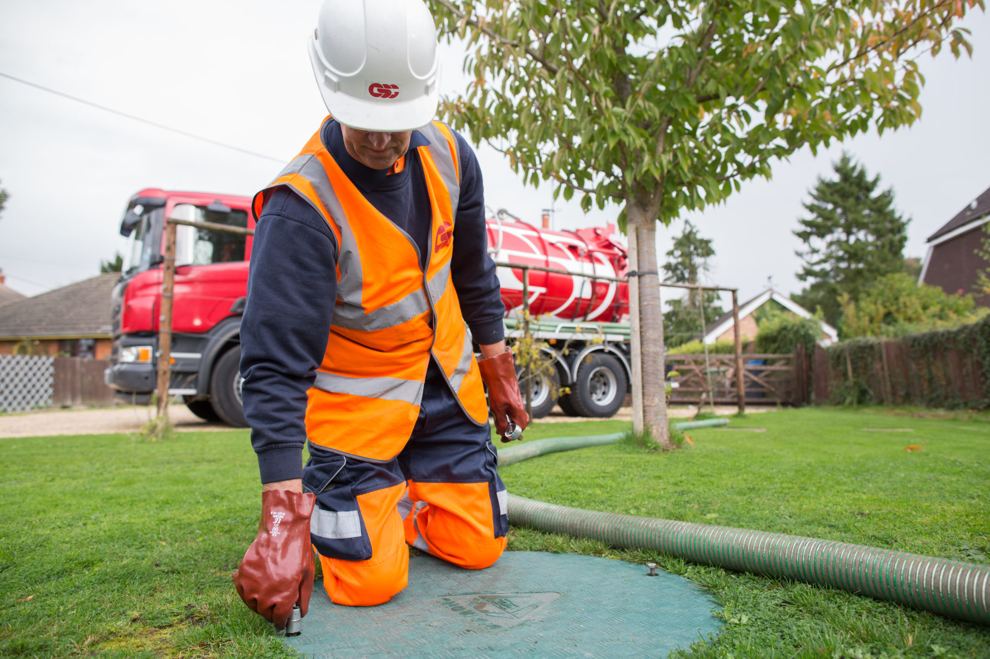 Cesspit and septic tank emptying